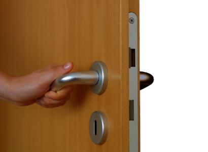 поставяне на брава